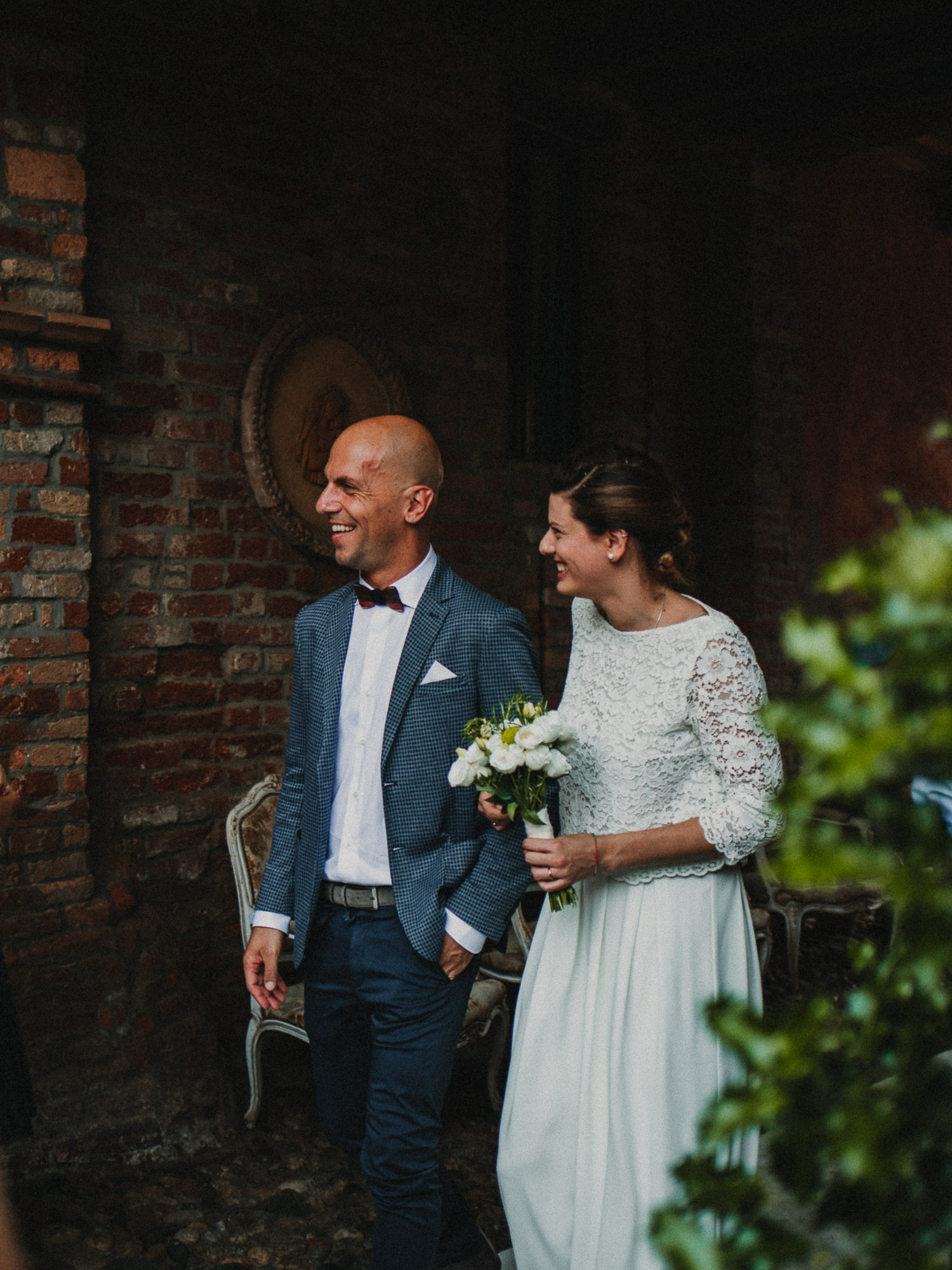 moody wedding portrait of Gio and irene matrimonio sole ristorante in maleo
